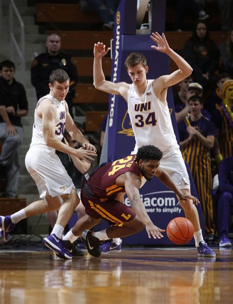 Men's college basketball: UNI survives Ramblers in double