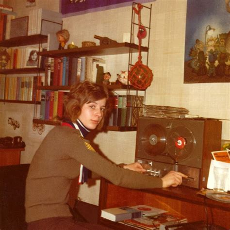 18 Cool Snaps Show What the 1970s Teenagers Often Did When